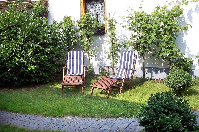 ferienwohnung mayscho blankartshof wohnung st ffje. Black Bedroom Furniture Sets. Home Design Ideas